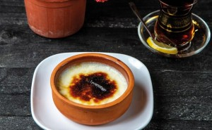 creme brulee  side view