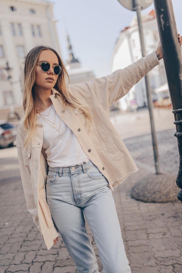 Fashion girl posing in the street